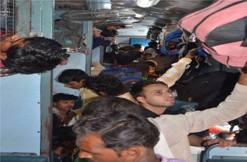 Rakshabandhan ट्रेनों में बढ़ी भीड़, बसों का सफर भी मुश्किल