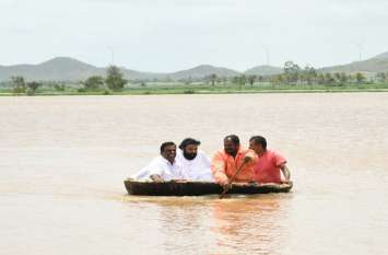हम्पी स्मारक बाढ़ के पानी से घिरा