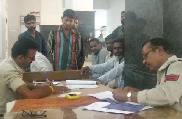 इंदौर-इच्छापुर हाइवे पर अज्ञात वाहन की टक्कर से तीन की मौत