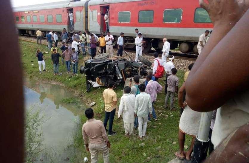 चाकसू में बेरियर तोड़कर इंदौर जयपुर इंटरसिटी एक्सप्रेस से टकराई जीप, उड़े परखच्चे