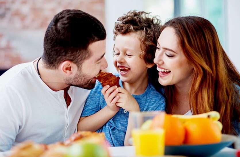 खाने के साथ फल खाते हैं तो आज ही बदलें आदत