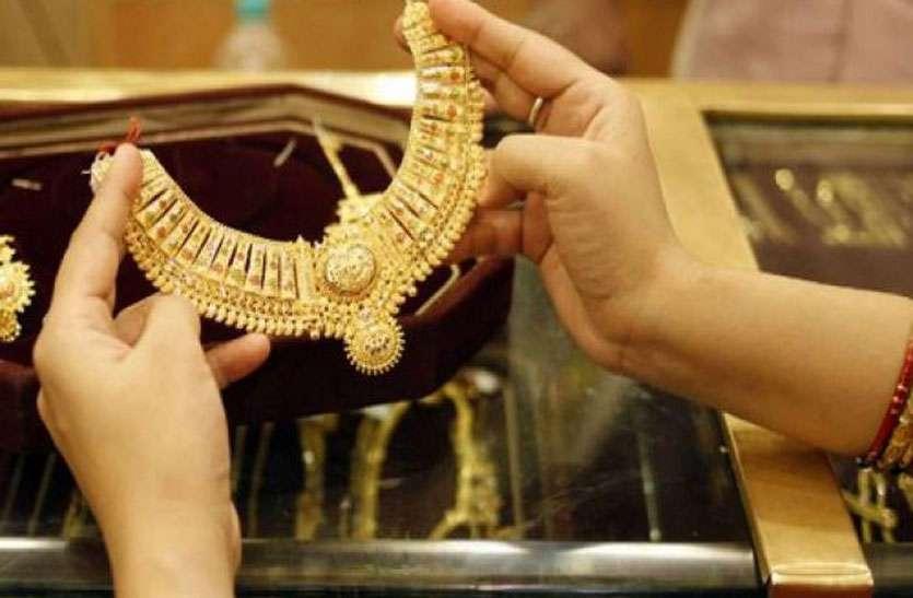 दो दिनों में सोना हुआ 1000 रुपए तक सस्ता, जानिए चांदी कितनी टूटी