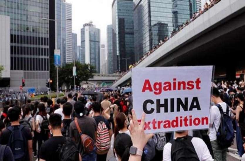 हांगकांग में प्रदर्शनकारियों का विरोध 10वें सप्ताह भी जारी, सड़कों पर उतरे लाखों लोग