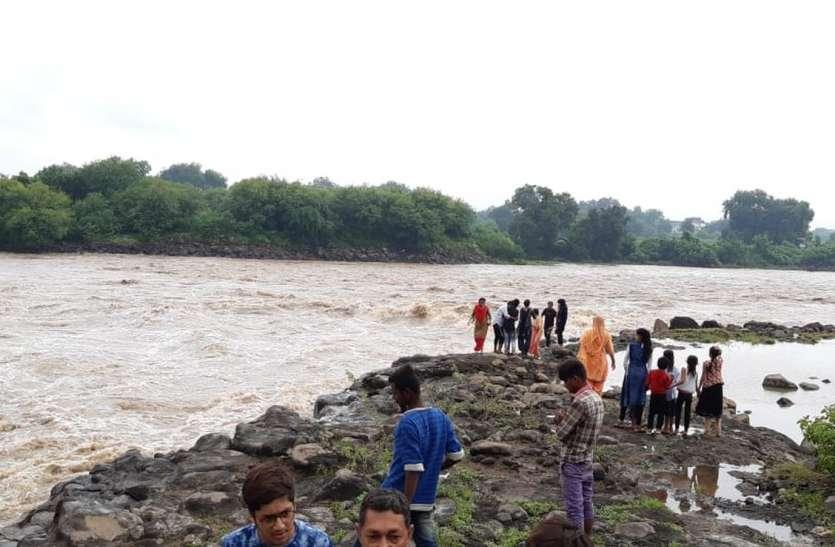 भारी बारिश से जिले में 1350 परिवारों का नुकसान
