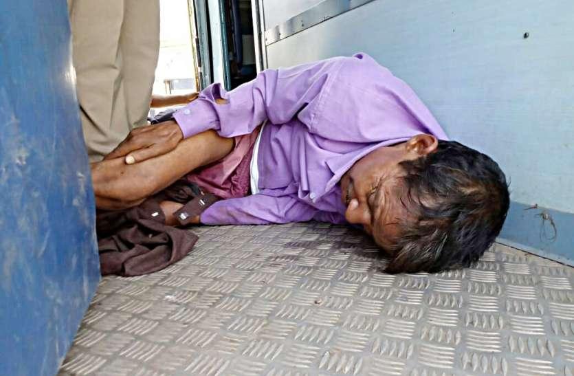 बिलासपुर-रीवा ट्रेन के शौचालय में अचेत मिला यात्री, जहरखुरानी की आशंका