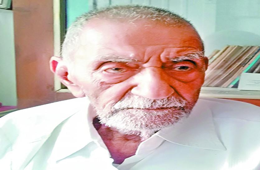 शहीदों की प्रतिमाएं लगाने को जगह नहीं दे पाए तो काहे का सम्मान: रघुवीर चरण