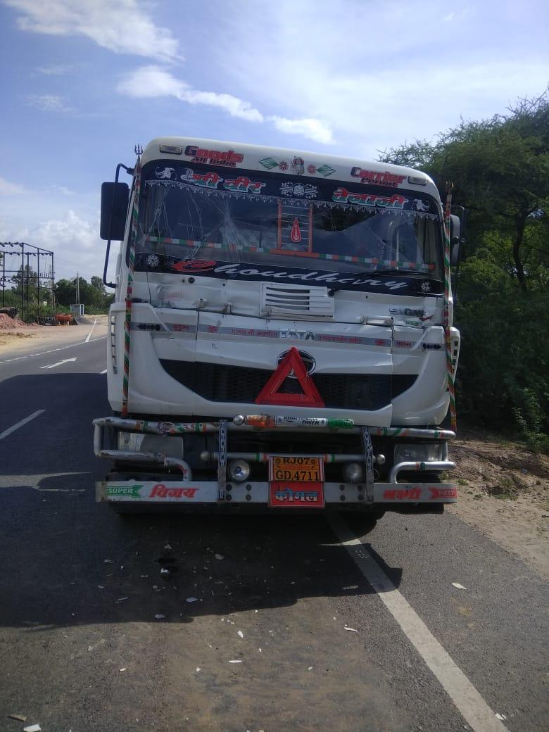 बस चालक ने लगाए ब्रेक तो ट्रक से हुई भिड़ंत