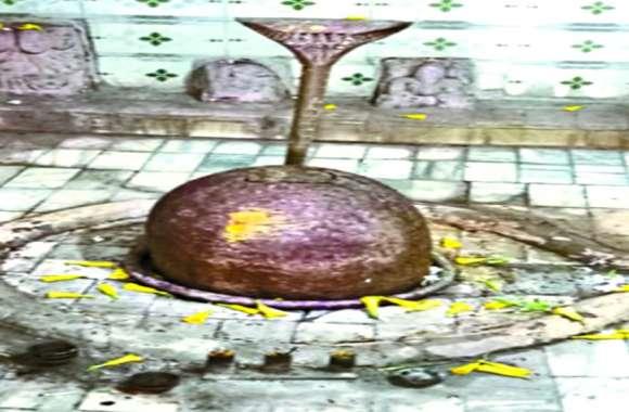 सावन के आखिरी सोमवार पढि़ए साल में तीन बार रंग और रूप बदलने वाले प्राचीन शिवलिंग की कहानी, है अबूझ पहेली