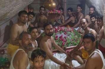 sawan ka somwar: शिवालयों में उमड़े श्रद्धालु,दूध व जल से कियाअभिषेक