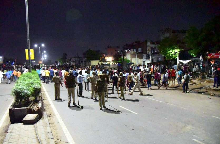 गलता गेट पर पथराव, पुलिस ने किया लाठी चार्ज छोड़े आंसू के गोले
