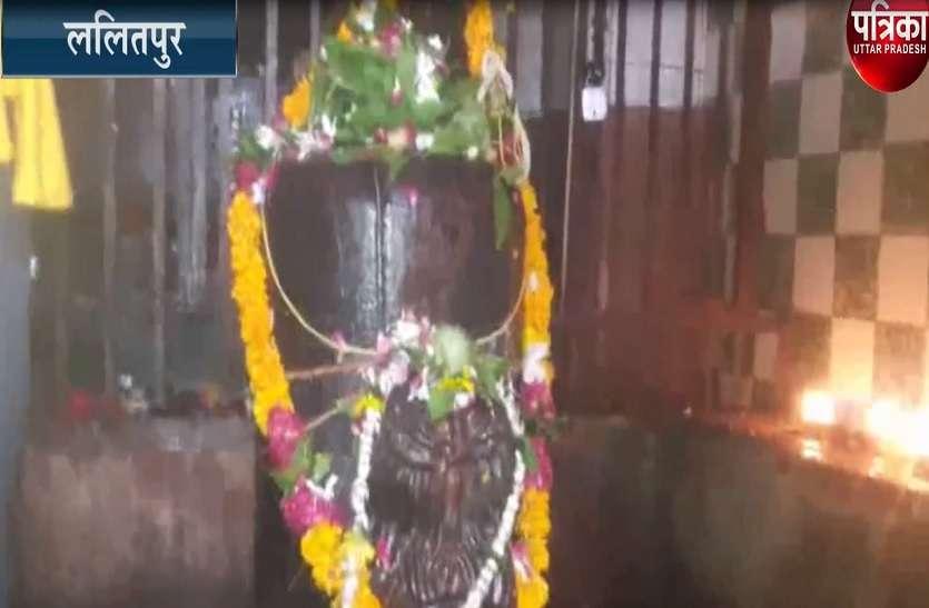 सावन के आखिरी सोमवार को इस शिव मंदिर में उमड़ी भक्तों की भीड़, 2000 बर्ष पुराना है यह मन्दिर