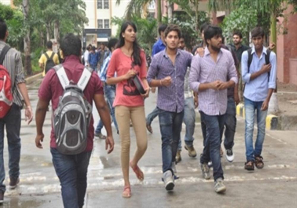 शहर में बढ़ रही कॉलेज संख्या, फिर भी घट रहे छात्र