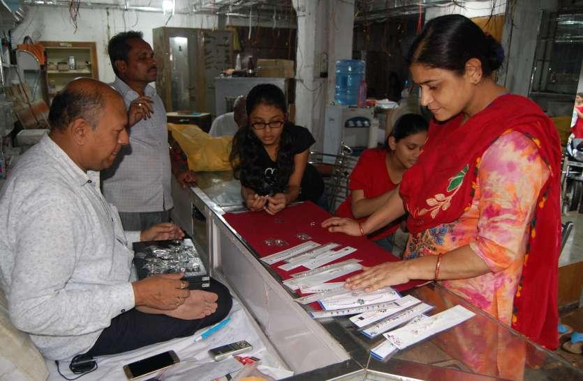 Raksha Bandhan :  रक्षाबंधन पर खुशियों का बाजार हुआ गुलजार, दिनभर बाजार में दिखी खासी भीड़