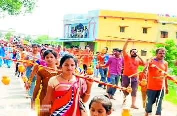 भगवान भोलेनाथ के जयकारे से गूंजा पूरा शहर, कांवर यात्रा में हजारों की संख्या में दिखे श्रद्धालु