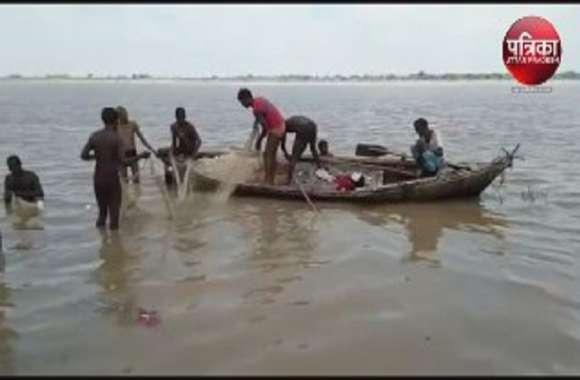 गंगा स्नान के दौरान बड़ा हादसा, तीन डूबे, दो को बचाया, युवती की तलाश जारी