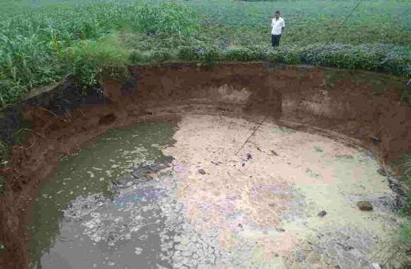 बारिश से 25 साल पुराना कुआं व कमरा ढहा, फसलों में नुकसान
