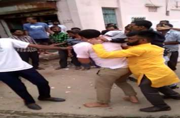 राजस्थान : नाकाबंदी तोड़कर भागे तस्कर, भीड़ ने कर डाली जमकर धुनाई