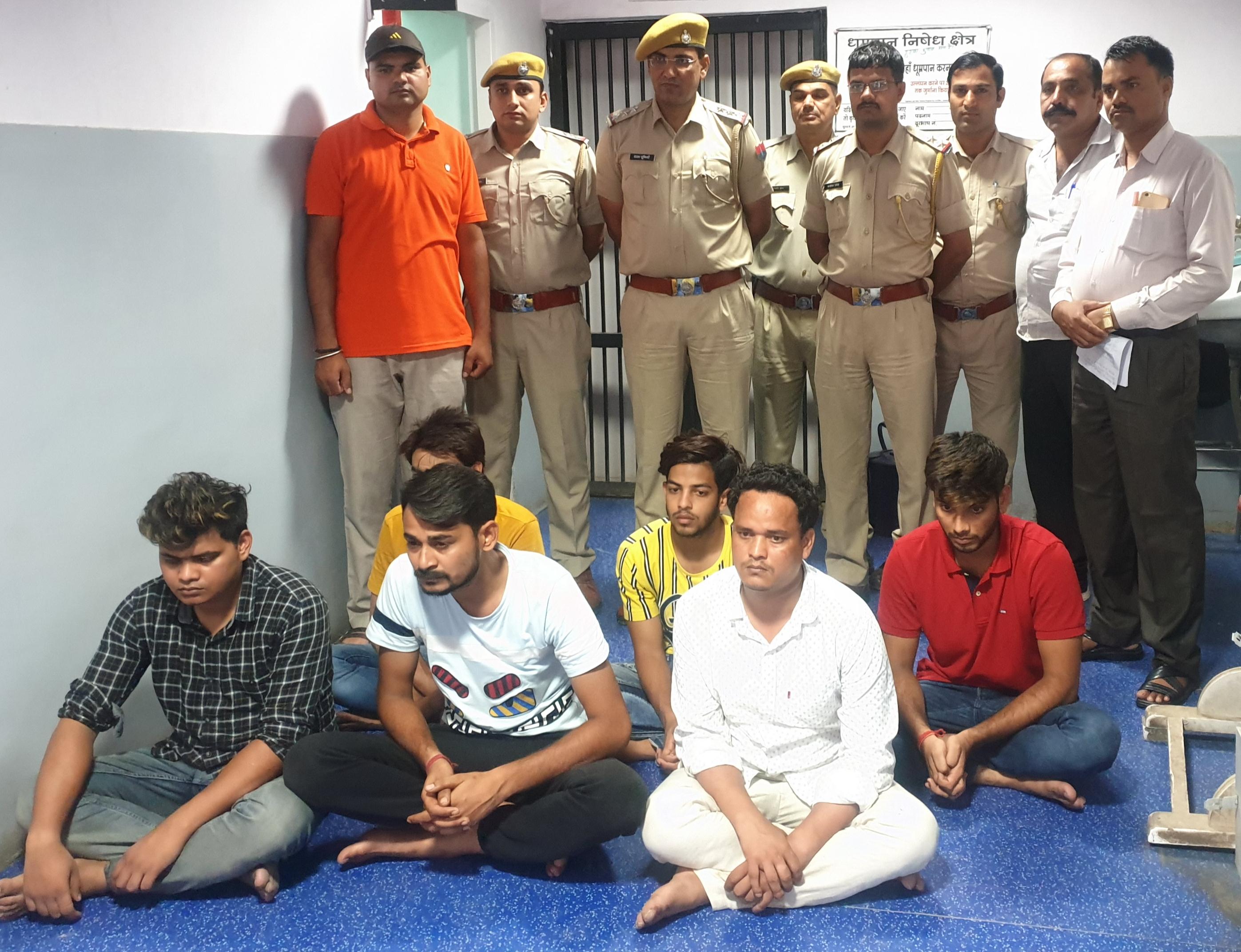 ऑनलाइन ठग गिरोह का पर्दाफाश, दिल्ली से छह युवक गिरफ्तार