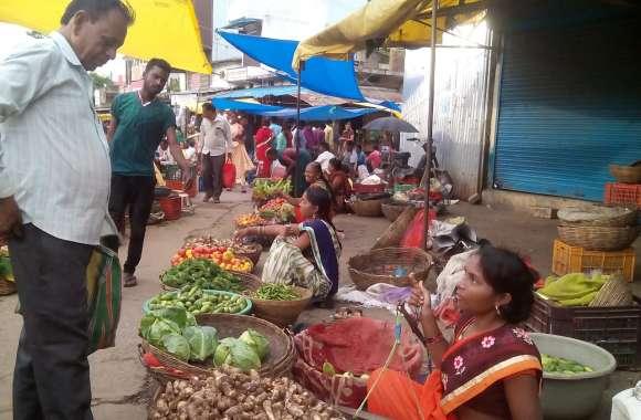 बंद रास्तों ने बढ़ा दिए सब्जियों के दाम