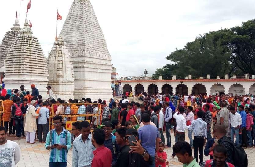 अंतिम सावन सोमवार जलाभिषेक के लिए शिवालयों में उमड़े शिवभक्त, हर हर महादेव से गुंजायमान हुए मंदिर