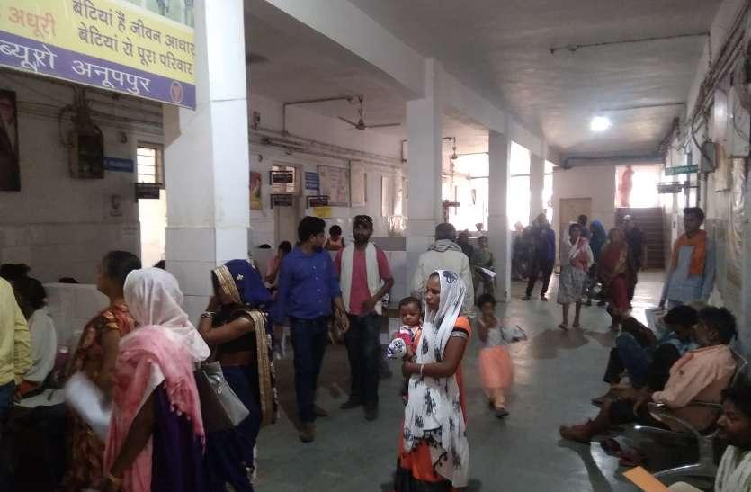 भगवान भरोसे संचालित हो रहे स्वास्थ्य केन्द्र, मरीजों की परेशानियों से अंजान अधिकारी