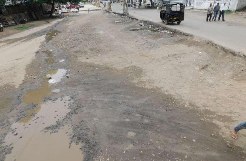 साल बीता नहीं बनी 1100 मीटर सड़क, निर्माण का मामला उलझा