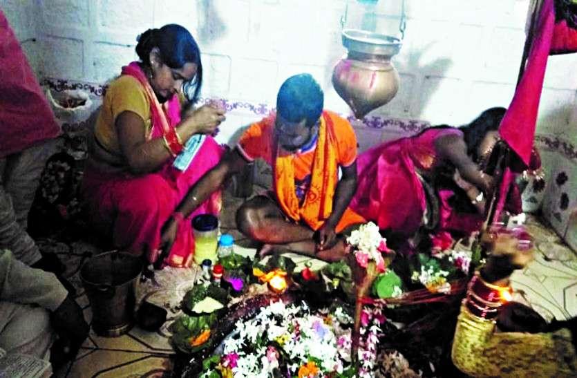 सावन सोमवार पर जिले भर में जलाभिषेक के लिए लगी रहीं कतारें