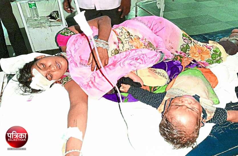 बीच सडक़ पलटा अनियंत्रित टैम्पो, मच गई चीख-पुकार, 6 महीने की बच्ची से लेकर 50 साल तक की उम्र के 13 लोग घायल