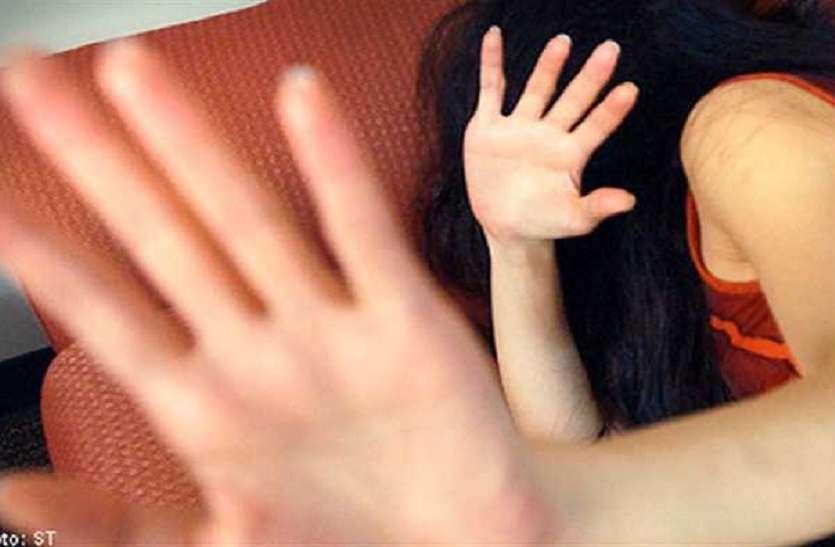 घर में घुसकर युवती से तीन लड़कों ने किया दुष्कर्म की कोशिश, मां जगी तो उसपर धावा बोल दिया