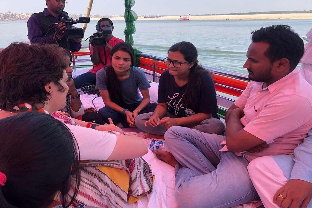 प्रियंका गांधी की नौका यात्रा (फाइल फोटो)
