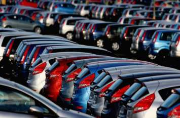 कारों और दुपाहिया वाहनों की बिक्री में सदी की सबसे बड़ी गिरावट