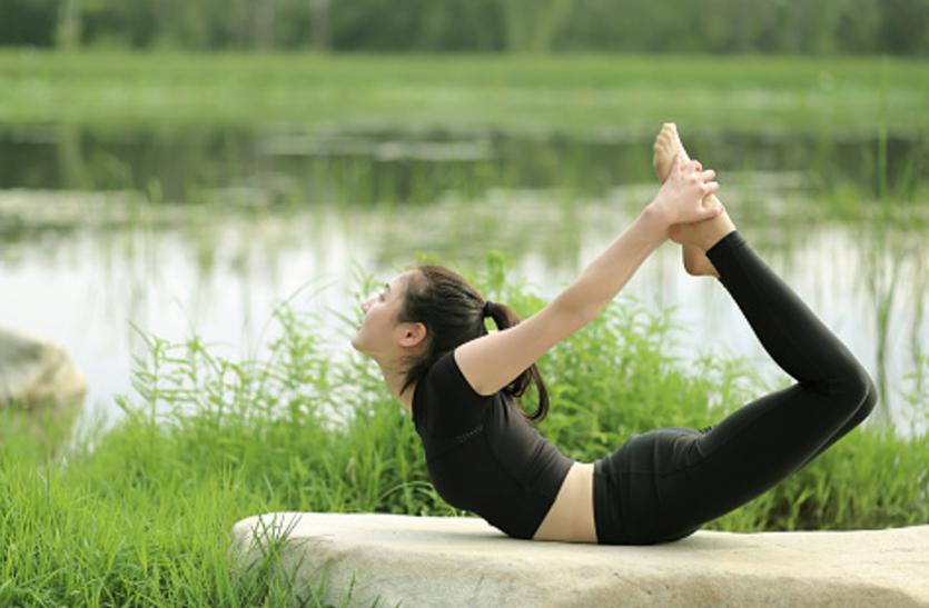 तेजी से बढ़ रहे मोटापे पर लगाम लगाते हैं ये याेगासन