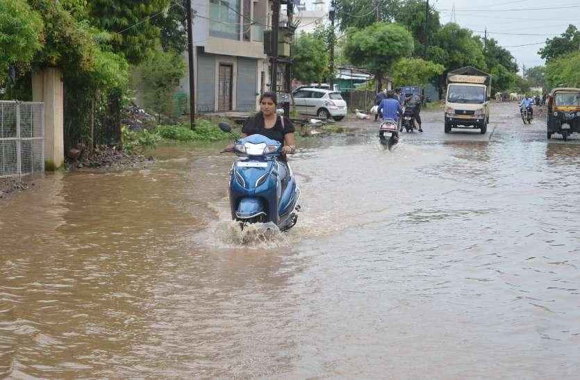 Heavy rains continue, cold weather dissolves