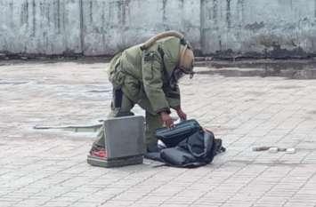 रेलवे स्टेशन पर मिला संदिग्ध अवस्था में लावारिस बैग, मौके पर पहुंची पुलिस और आर्मी की टीम, मचा हड़कंप