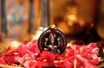 Goddess laxmi facts: ऐसे लोगों के घर कभी नहीं आती लक्ष्मी, हमेशा रहती है पैसों की तंगी