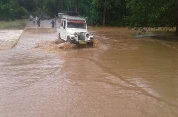 Dhamtari में भारी बारिश का कहर: नदी नाले उफान पर, कई गांव से टूटे संपर्क