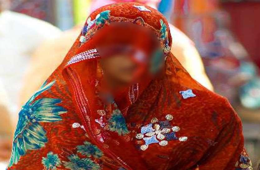 चाकू की नोक पर विवाहिता से खेत में बलात्कार, पति गया था काम पर