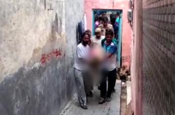 घर में ही बेटे मिली बेटे की लाश तो परिवार में मचा कोहराम, जांच में जुटी पुलिस- देखें वीडियो