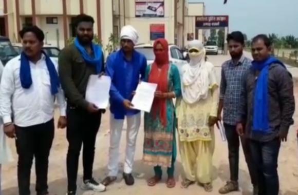 Video: पानी भरने गई दलित युवती के साथ युवकों ने की छेड़छाड़ तो एसपी के पास पहुंचे भीम आर्मी कार्यकर्ता