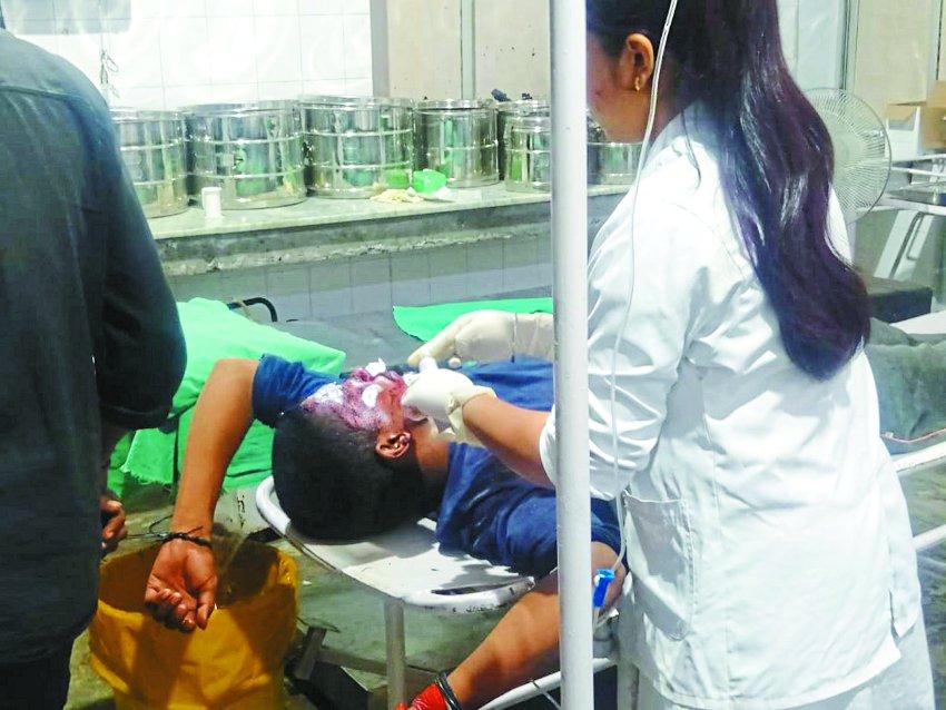 घायलों की नहीं की मदद, वीडियों में बनाने में रहे व्यस्त, कलेक्टर ले गए अस्पताल