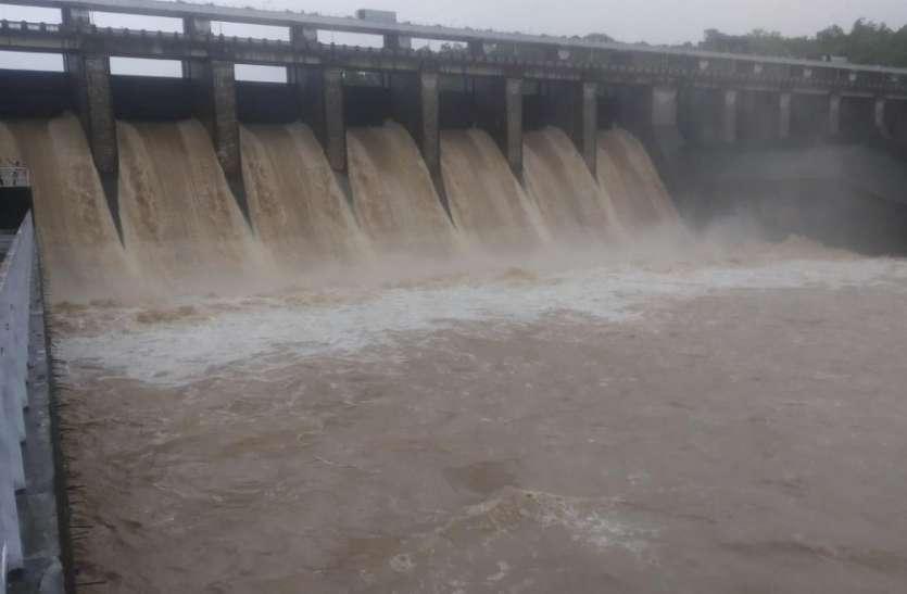 सतपुड़ा जलाशय का जलस्तर तेजी से बढ़ा, आ गई बाढ़