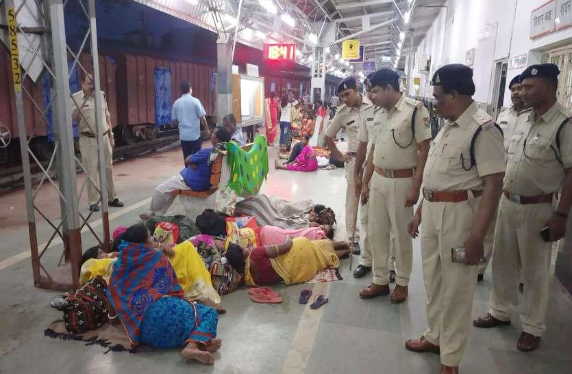 15 अगस्त व रक्षाबंधन त्योहार को देखते हुए जिले कि पुलिस अलर्ट, स्टेशन सहित अन्य जगहों पर पुलिस ने जांच अभियान