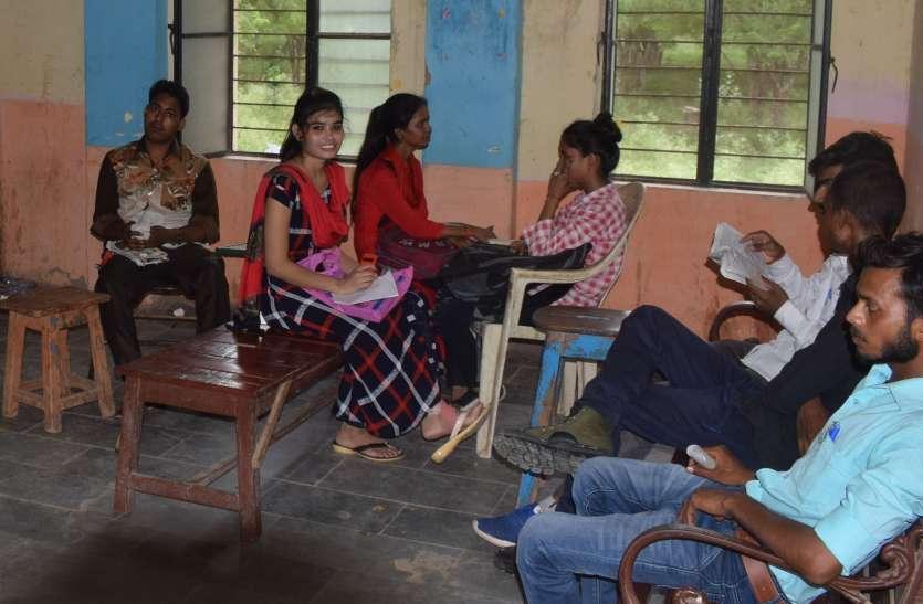 छात्रसंघ चुनाव को लेकर बढ़ी हलचल, विद्यार्थी देख रहे वादे, अंतिम फैसला बाद में