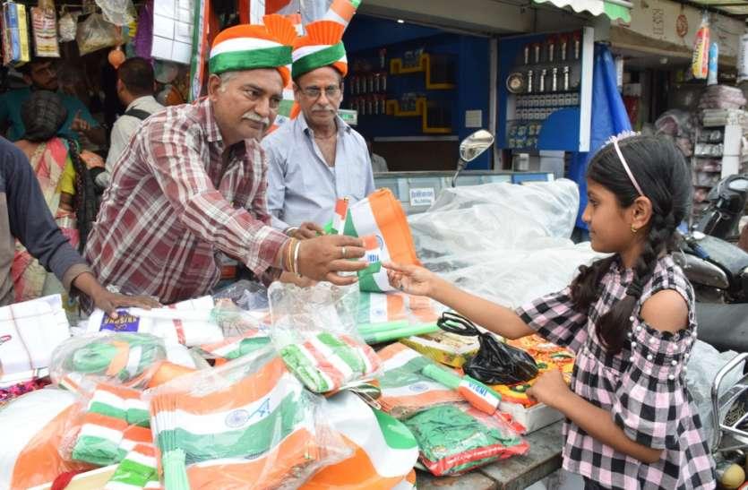 देशभक्ति के रंग में रंगा बाजार, स्वतंत्रता दिवस पर तिरंगा पट्टी, रिबन और ब्रेसलेट का बढ़ी डिमांड