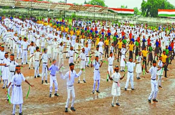 बारिश के बीच हुआ ड्रेस रिहर्सल में बच्चों ने दिखाया देशभक्ति का जज्बा, सांस्कृतिक कार्यक्रम में रहा उत्साह