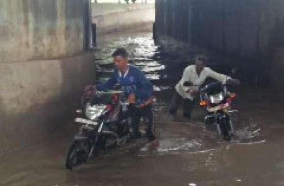 अण्डरपास में भरा बरसात का पानी, राहगीरों की बढ़ी परेशानी