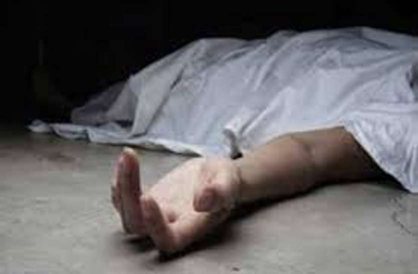 Honour Killing in UP  प्रेमी संग रहने की जिद ठानी बहु को इज्जत की खातिर लाठियों से पीटकर मार डाला