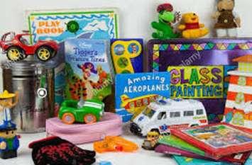 बस्ती के बच्चों के लिए कैलिफोर्निया से आएंगे कपड़े और खिलौने