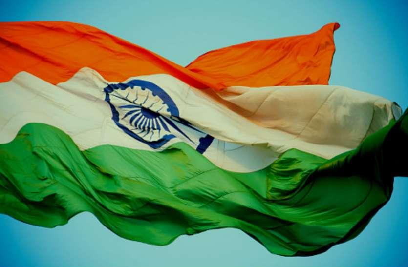 इस मंदिर पर भगवा के साथ शान लहराता है तिरंगा झंडा