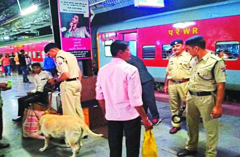 Independence Day : शहर में पुलिस अलर्ट, आरपीएफ की चेकिंग के बाद स्टेशन से निकल रहे यात्री